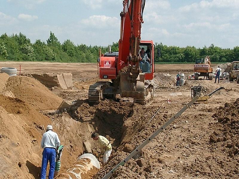 Bauarbeiten für den Kanal am Aldi Logistikzentrum Eschweiler